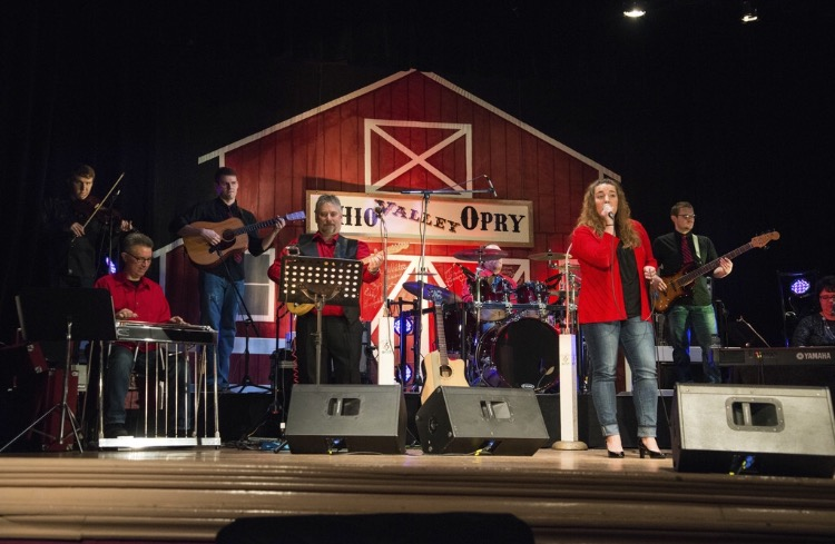 Ohio Valley Opry charms audiences with family-friendly entertainment